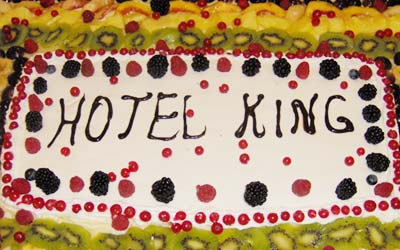 Cake at the Hotel King